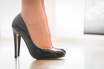 Chaussures à talon noir verni