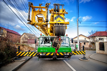 Industrial mobile crane with hydraulic and telescopic rack