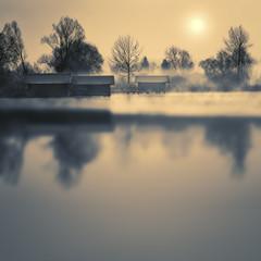 Bootshäuser im Chiemsee, Bayern, im Winter