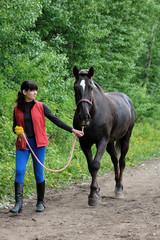Friendship between a girl and an horse