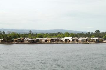 カメルーン、ギニア湾沿いの村