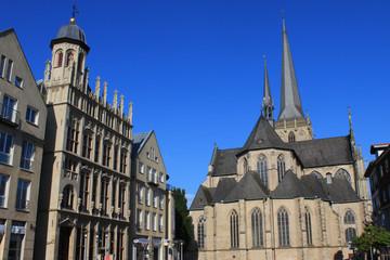 Wesel Großer Markt Rathaus und Willibordi Dom