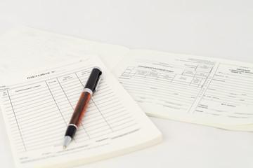 Финансовые документы и ручка