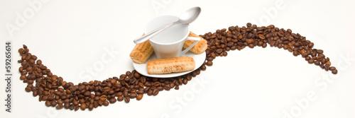 Ideale Pause. Törtchen und Kaffee.