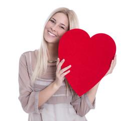 Frau isoliert mit rotem Herz zum Valentinstag