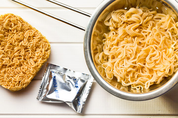 chinese dried and boiled noodles