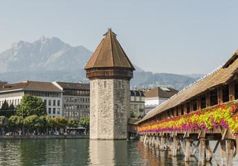 Luzern, Altstadt, Kapellbrücke, Pilatus, Reuss, Schweiz