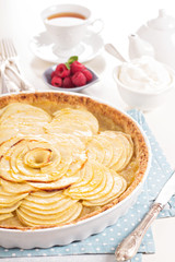 Apple tart with applesauce
