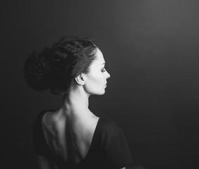 Портрет девушки со спины
