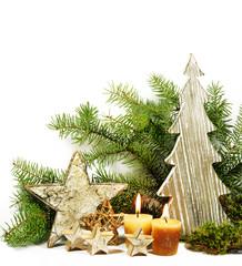 Weihnachtsdekoration mit Tannenzweigen isoliert