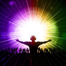 DJ i tłum na fioletowym i zielonym tle