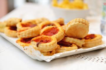 Pizzette da buffet sul vassoio