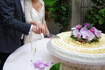 Taglio della torta di matrimonio