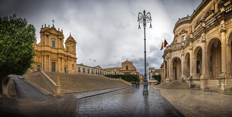 chiesa e municipio di noto