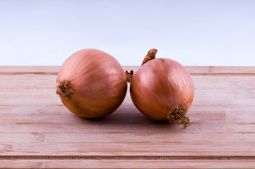 onions on chopping board front view