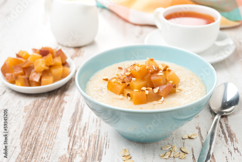 oatmeal with caramelized peaches