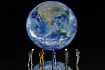 ビジネスマンと地球