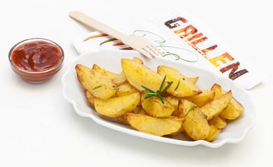 Kartoffelecken mit Ketchup