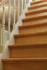 escalier ancien droit en bois