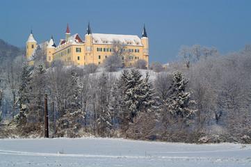 Schloss Sankt Martin bei herrlichem Winterwetter