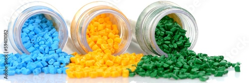 Leinwandbild Motiv Reagenzglas mit farbigen Masterbatch Kunststoffgranulat