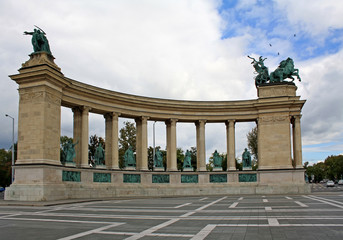 Heroes Square monument