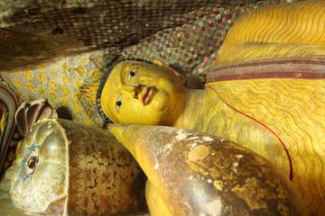 buddha statue dambulla