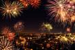 Obrazy na płótnie, fototapety, zdjęcia, fotoobrazy drukowane : Stimmungsvolles Feuerwerk über der Stadt