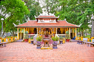 Den Tuong Niem Cac Vua Hung Temple in Tao Dan Park, Ho Chi Minh,