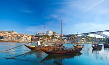 Ancien bateau à Porto, dans lequel a été utilisé pour transporter le Port