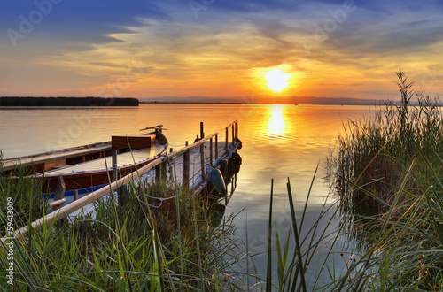Fotobehang Een Hoekje om te Dromen desde la orilla del lago