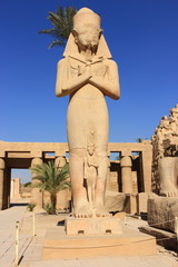 Statue of Ramses with his daughter Merit-amen