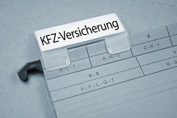 Ordner mit KFZ-Versicherung