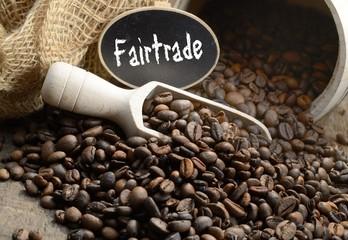 Fair gehandelte Arabica Kaffeebohnen mit Holzlot