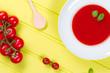 tomatensuppe mit kochlöffel