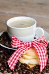 kekse und kaffee mit bohnen