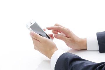 スマートフォンを使うビジネスマン・イメージ