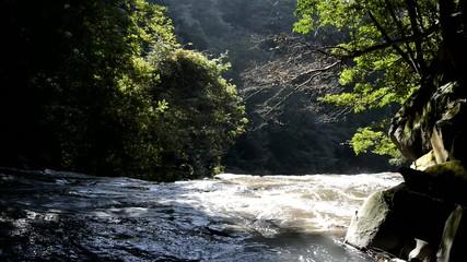 霧島川の千畳敷と崖