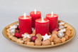 Weihnachtsteller mit vier Kerzen