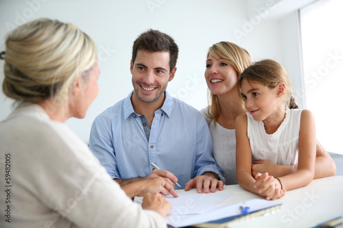 Leinwanddruck Bild Family meeting real-estate agent for house investment