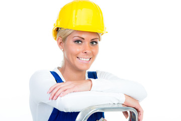 lächelnde handwerkerin