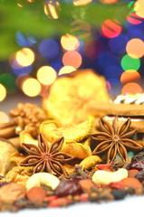 bożonarodzeniowe przyprawy, orzechy i suszone owoce