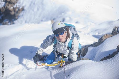 Keuken foto achterwand Nieuw Zeeland Girl clumb up on the ice