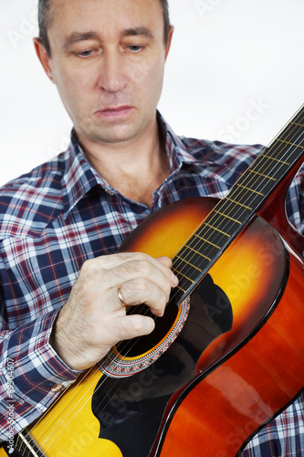 Gitarist playing guitar