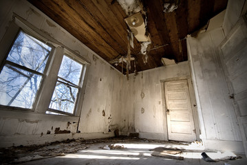 Abandoned Old House - Home Improvement Needed