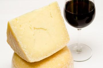 Pecorino e vino rosso, cucina sarda