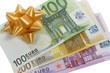 Billets euros avec nœud cadeau
