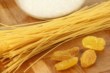 Uncooked Vermicelli with raisin and sugar