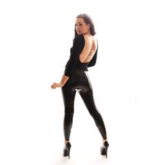 Model mit tätowiertem Rücken