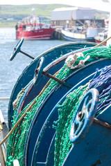 Aufgerollte Fischernetze